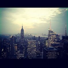 "@ashlomnom's photo: ""Ah, to be back there. #newyork #nyc #skyline #sunset #city #empirestate"""