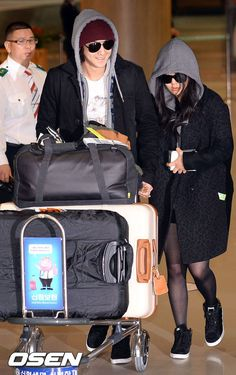 Couple Airport Fashion: Kim Bum and Moon Geun Young