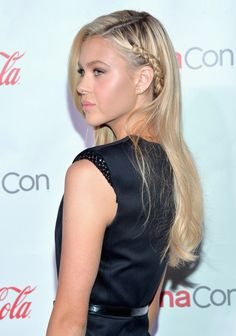 Nicola Peltz & Jack Reynor: 'Transformers Stars Win Big at CinemaCon!: Photo Nicola Peltz and Jack Reynor show off their trophies on the carpet at the 2014 CinemaCon Big Screen Achievement Awards held at the Colosseum at Caesars Palace in… Side Braids For Long Hair, Long Braids, Latest Hairstyles, Down Hairstyles, Braided Hairstyles, Hair Styles 2016, Medium Hair Styles, Short Hair Styles, Cleopatra