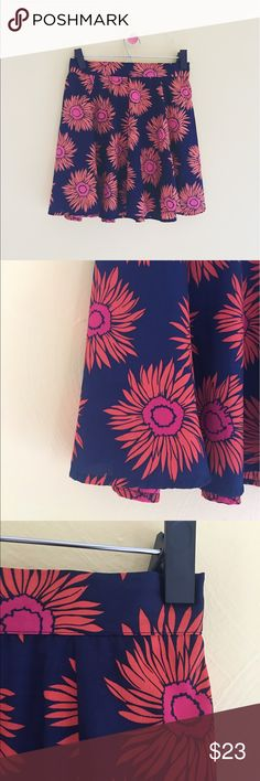 Band of Gypsies sunflower midi sz: Med Super cute BOG sunflower print midi skirt sz: Med. worn once, brand new condition with no flaws. Keep it casual or dress it up, either way you will look stunning 🌻 Band of Gypsies Skirts Midi