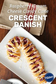 christmas breakfast Whether you need to distract the kids from opening presents on Christmas morning or feed your overnight guests around the holidays, this candy cane-shaped Danish filled with fresh raspberries and cream cheese is the way to do it. Christmas Deserts, Christmas Party Food, Christmas Brunch, Christmas Breakfast, Christmas Cooking, Christmas Appetizers, Holiday Desserts, Holiday Baking, Holiday Recipes