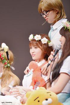 Momo and Jeongyeon