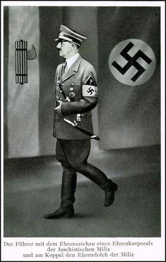 1938: Hitler mit den Ehrenzeichen eines Ehrenkorporals der faschistischen Miliz Italiens