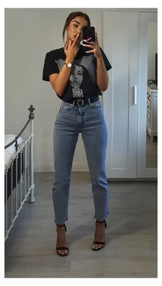 Mom Jeans Outfit Summer, Jeans And T Shirt Outfit, Classy Summer Outfits, Summer Outfits For Teens, Casual Winter Outfits, Black Mom Jeans Outfit, Teen Outfits, Edgy Outfits, T-shirt Und Jeans