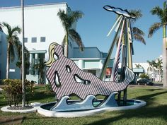 Roy Lichtenstein, Mermaid, 1979, Concrete, steel, polyurethane paint, palm and water, 640.1 x 731.5 x 335.3 cm, The Miami Beach Theater for the Performing Arts. Miami