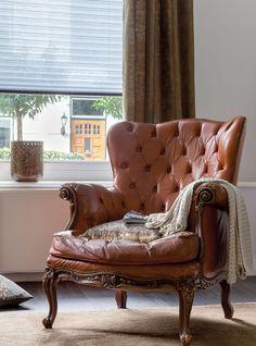 inspireren-woontrends-gouden-gloed-sfeer-stoel-gordijnen