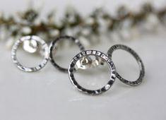 Taotut patinoidut korvakorut hopeatyöt, hopeakorut, hopeakorvakorut