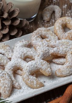 Dinkel-Vanillekipferl Cookies, Desserts, Food, Pearl, Almonds, Baking, Food Food, Rezepte, Tailgate Desserts