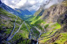 Deze #weg, de Trollstigen, wordt in het Nederlands de trollenladder genoemd, kan je #trotseren tijdens een mooie #rondreis door #Noorwegen.