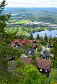Forget overpriced sky bars and rooftop restaurants. These fiveviewpoints in Oslo can be visited ona minimal budget -just to the cost of public transport with one exception and that one is still really low cost.  Ekeberg park This beautiful large park stretches to the south east from the