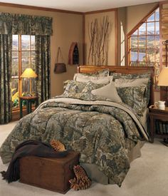 Southern Sisters Designs - Realtree Camo Advantage Comforter Set, $118.95 (http://www.southernsistersdesigns.com/products/Realtree-Camo-Advantage-Comforter-Set.html)