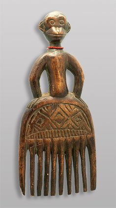 Africa | Comb from the DR Congo | End 20th century | Wood and glass beads