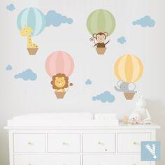 Vinilo globos aerostaticos con animalitos Playroom Decor, Kids Decor, Nursery Decor, Home Decor, Baby Boy Rooms, Baby Room, Kids Bedroom Wallpaper, Baby Deco, Nursery Design