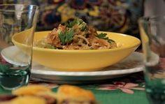 Prato típico ganha toque especial com chips de batata-doce e cubos de abacate