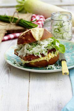 Unser beliebtes Rezept für Fleischkäse-Burger mit Rettich und Obatzda und mehr als 55.000 weitere kostenlose Rezepte auf LECKER.de.