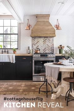 Jenna Sue Design has style! Not only did she renovate her own amazing home (tour Jenna Sue's other home here) but she's branched out to flipping houses and this is one house flip that I'm flipping over! Kitchen Tiles Design, Interior Design Kitchen, Kitchen Designs, Interior Ideas, New Kitchen, Kitchen Decor, Kitchen Ideas, Kitchen Wood, Country Kitchen