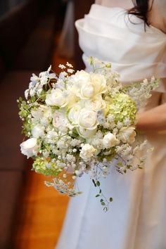 昨日ご紹介した、ブラッスリー ポール・ボキューズ銀座の 花嫁様から、ブーケと装花の御礼のメールをいただいたのは 翌日のこと。 許可をいただい...