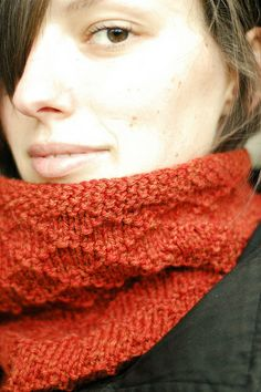 Putney cowl designed by Dianna Walla. Free pattern download.