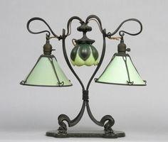 Art Nouveau Vidrio y metal forjado Lámpara - por Hector Guimard (francés, 1867-1942):