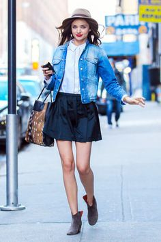 Miranda Kerr in NYC. This girl models even when she doesn't try!