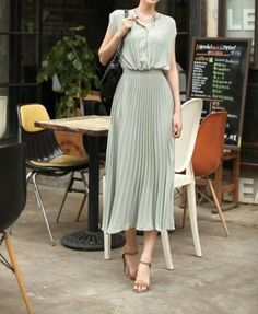 Would love to do something like this out of a pre-pleated fabric. The length is the same as on my easy pleated skirt