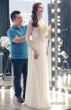 Cô dâu xinh đẹp mặc hai chiếc áo dài cách điệu lấy cảm hứng từ váy cưới hoàng gia. -  Ngôi sao