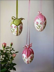Super adorable hanging patchwork Easter eggs for crafty souls! Quilted Christmas Ornaments, Fabric Ornaments, Handmade Christmas, Egg Crafts, Easter Crafts, Spring Crafts, Holiday Crafts, Easter Egg Designs, Easter Projects