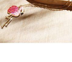 ONLY-- ketting Flamingo ≤ 4 € Een flamingo staat symbool voor verantwoordelijkheid en leiderschap, waarden die ONLY ook kenmerkt.
