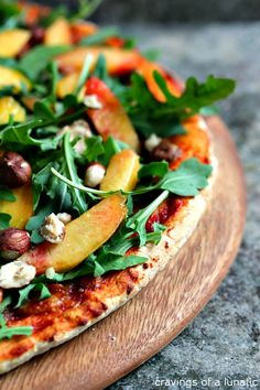 (Canada) Amazing Pizza layered with Arugula, Fresh Peaches, and Chopped Hazelnuts. This recipe is a real crowd pleaser and perfect for summer! Pizza Recipes, Vegetarian Recipes, Dinner Recipes, Healthy Recipes, Baking Recipes, Dessert Recipes, Arugula Recipes, Flatbread Pizza, Flatbread Recipes