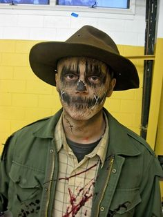 Going to dress up as a scarecrow? Here is how to do your face paint or makeup. You will find ideas for scary scarecrows, cute scarecrows, Wizard-of-Oz scarecrows, and more.