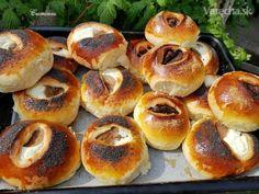 Škoricovo-lekvárové a tvarohové koláče (fotorecept) - Recept Bagel, Bread, Food, Sweet, Basket, Candy, Brot, Essen, Baking
