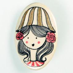 Pierrot.  Broche de pasta cerámica con papel, diseñado, dibujado y pintado a mano. Medidas aproximadas: 6,2x4,6cm. Muy resistente a golpes y caídas.    Brooch made of ceramic paste with paper, designed, drawn and painted handmade. Approximate size: 2'44x1'81 inches. Very resistent to damage due to bumps and falls.