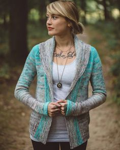 Ravelry: Comfort Fade Cardi pattern by Andrea Mowry Looks super comfy. No idea about colour, probably greys Shawl Collar Cardigan, Crochet Cardigan Pattern, Sweater Knitting Patterns, Knit Patterns, Knit Cardigan, Knit Crochet, Open Cardigan, Knitting Sweaters, Crochet Tops
