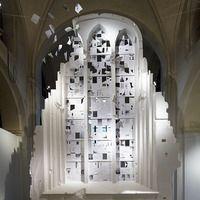 A arte de criar com uma folha de papel, utilizando o negativo e o positivo, o vazio e o cheio, transformando 2 dimensões em 3, como se suas criações tivessem vida própria e quisessem sair do imaginário para o concreto. Conheça o trabalho de Peter Callesen.