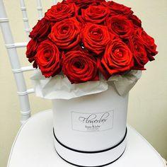 Flowerbox by Inna Wiebe - Flowerdesign www.innawiebe.com #flowerbox #innawiebe_com #innawiebe #flowers #rose #rosen #blumenbox #munich #redroses #red #love #valentinsday #birthday #birthdaypresent #heiratsantrag #wedding