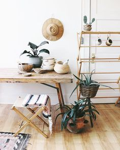 I've been excited all morning to get in the studio and photograph my weekend finds. Coming soon to @experimentalvintage 🌿 . . . #experimentalvintage #vintage #vintagestyle #rustic #modern #decor #minimal #interior #interiordesign #interiores #plant #plants #cactus #dslooking #apartmenttherapy #urbanjunglebloggers #anthropologie #etsy #southwest #design #boho #bohemian #portland #pdx #pnw #style #home #work