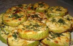 Zucchinischeiben mit Knoblauch und saurer Sahne überbacken