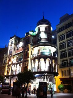 El 'Edificio Filella', un histórico en plena avenida de la Constitución.