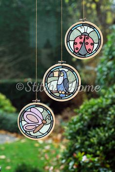 Hangers voor bij het raam | borduren editie 73-2021 Quilts, Craft Work, Quilt Sets, Log Cabin Quilts, Quilting, Quilt, Afghans