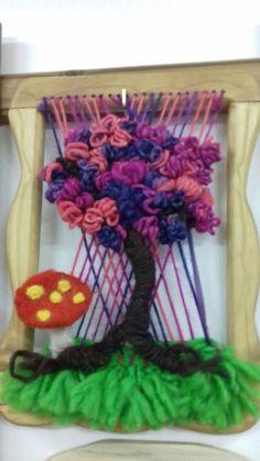 Resultado de imagen para donde venden telares decorativos en santiago Weaving Patterns, 4th Of July Wreath, Four Square, Fiber Art, Macrame, Wreaths, Halloween, Crafts, Inspiration
