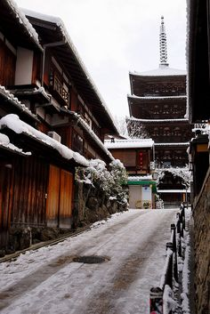 Snow in five-storied pagoda of Houkan-ji Temple (Yasaka pagoda), Kyoto, Japan