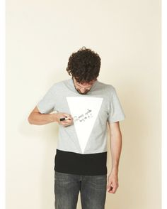 Writable T-Shirt - Want to share your opinion or express your feelings? The Writable t-shirt has a cleanable fixation for you to add details and personalize the design of your t-shirt. The white triangle will serve as a board, where you can express wisdom and ideas, or draw pictures. It's up to you.