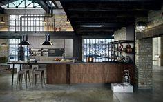 Il colore nero nell'arredamento - I colori - Nell'Essenziale Industrial Kitchen Design, Industrial Loft, Modern Kitchen Design, Ny Loft, Abandoned Warehouse, Kitchen Gallery, New York, Open Concept, House Design