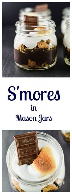 S'mores in Mason Jars are the perfect delicious dessert to take to the picnic! Mason Jar Desserts, Mason Jar Meals, Meals In A Jar, Köstliche Desserts, Delicious Desserts, Mason Jars, Dessert Recipes, Yummy Food, Picnic Recipes
