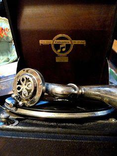 1920s Columbia Model 160 Portable Phonograph