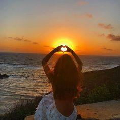WEBSTA @ marinaruybarbosa - Viajar é uma das coisas mais incríveis que tem! E nosso país é tão abençoado de belezas naturais! Quero muito ter a oportunidade de viajar mais vezes pelo nosso Brasil, conhecendo cada pedacinho e cultura dos lugares! ☀️🙏🏻💛 Obrigada nordeste por esses dias inesquecíveis! Sunset Photos, Beach Photos, Pictures Images, Cool Pictures, Silouette Photography, Sunset Love, Insta Photo Ideas, Summer Breeze, Photo Poses