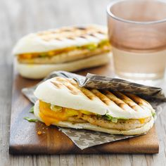 Panini with chicken, tarragon and cheddar Lunch Snacks, Healthy Cooking, Healthy Recipes, Weird Food, Cafe Food, Mediterranean Recipes, Kitchen Recipes, Indian Food Recipes, Foodies