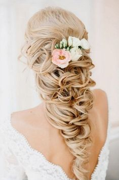 List of our favorite romantic wedding hairstyles for long short hair.  Look through it and pick your perfect variant to become the most beautiful bride! Visit our website to see what offers for your wedding we have in Santorini, Greece!