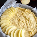 Mi gâteau, mi tarte avec des pommes Gala de la région! La recette est sur le blog et le rendu est hyper fondant !  #apple #cake #pie #cuisinonsencouleurs #pommes #pommesgala #sweet #fruitsetlegumesfrais #fruitsetlegumes
