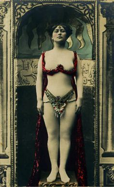 French postcard, circa 1910.